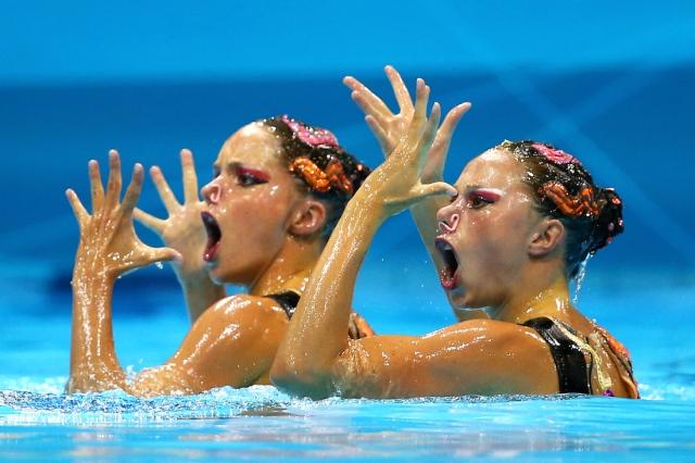 synchro swimmers.jpg