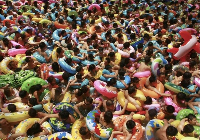 chinese-crowded-pool