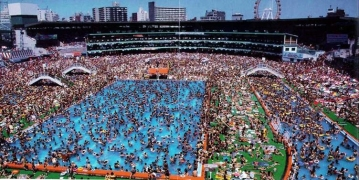 crowded-pool-china